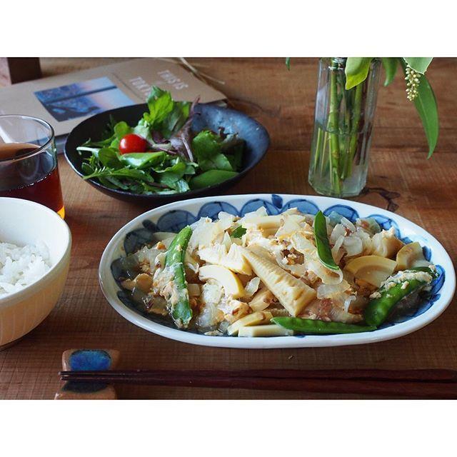 fujifab12 on Instagram pinned by myThings 朝ごはんのメインは新たまねぎと筍のおかか卵とじ〜 新たまと筍を出汁、醤油、みりん、酒でさっと煮て色よく茹でた絹さやとたっぷりの鰹節入れて、溶き卵でとじるだけ〜 玉ねぎ甘くてトロトロでめちゃうま!2人分作ったけど汁までぺろりでした❤️ 旬の野菜ほんとしあわせーーー!!! いやしかし。 THIS IS MY TOKYO読んでたら 遊びたい欲がフツフツと。  あーチャリ乗りてえええええええ 卓球してええええええええ カラオケ行きてええええええええええええええええええええええええ  私の筋肉が 使われなすぎて 泣いている  #私の腕の筋肉#私の脚の筋肉 参照  #朝ごはん#おうちごはん#breakfast#管理栄養士#dietitian#ヘルシー#healthy#food#foodpic#feedfeed#とりあえず野菜食#野菜大好き#vegitable#THISISMYTOKYO