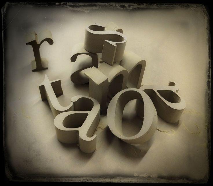 lettere grezze appena tagliate