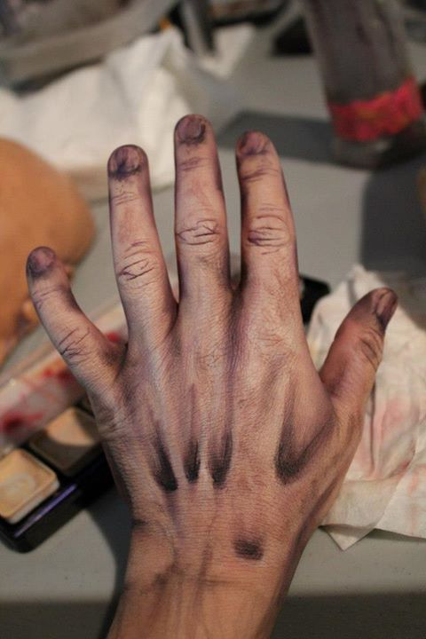 I love the way that this hand has been contoured to look dead and diseased, the coloring around the fingers and the finger tips are also a great idea as it matches perfectly to the rest of the hand.  I would like to use this for my final zombie character as i think it creates an outstanding effect and is also so simple.