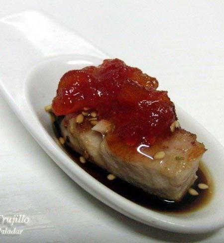 Bocados de bonito con tomate confitado. Receta