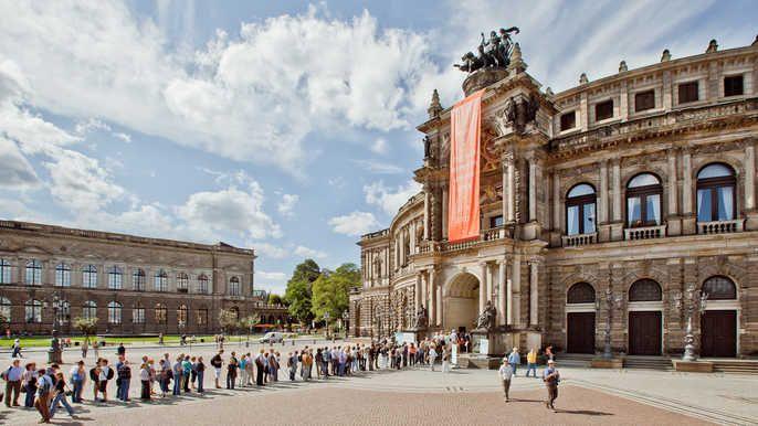 Historischer Rundgang Dresden Deutsche Fuhrung Semperoper Semper Oper Dresden Semperoper Dresden