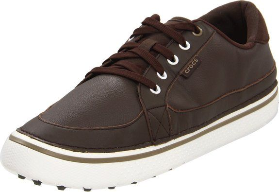 These comfortable and stylish looking mens Bradyn golf shoes by Crocs will ensure you look your very best when out on the golf course