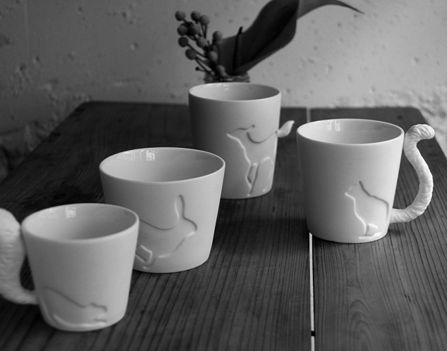 cups with tails: White Animal, Cute Cups, Ceramics Design, Teas Cups, Design Ideas, Bunnies Cups, Squirrels Cups, Animal Cups, Floors Design
