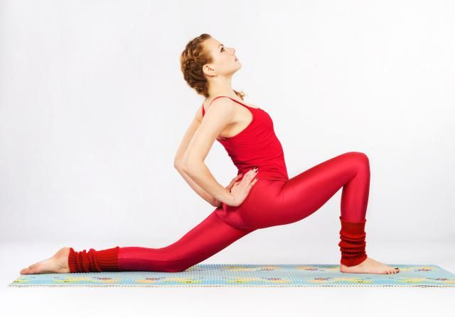 3 Ways to Get a Good Quad Stretch: Stretch Your Quad Muscle in a Lunge