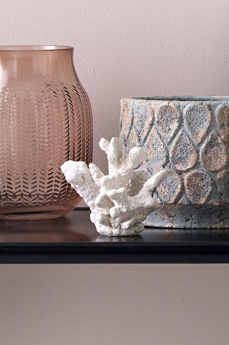 Dekorativ korall av polyresin. Mått: 12x12 cm. Höjd 10 cm.