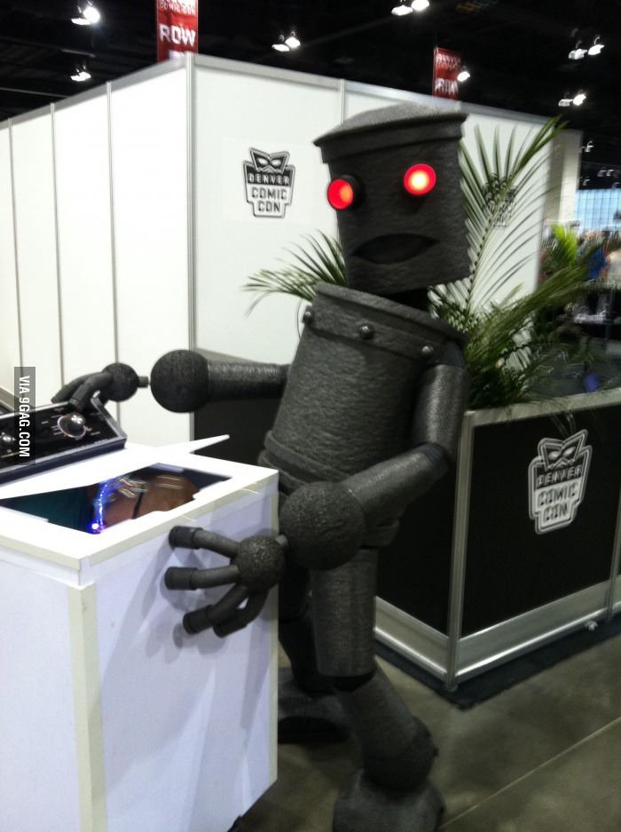 This may be the greatest cosplay of all time...