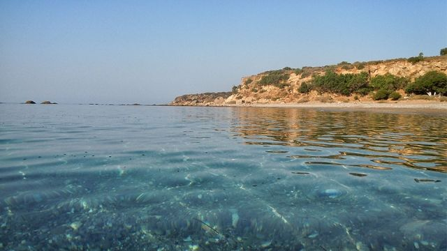 ΡΟΔΑΚΙΝΟ---Πρωινή βουτιά, κι η παραλία όλη δική σου!