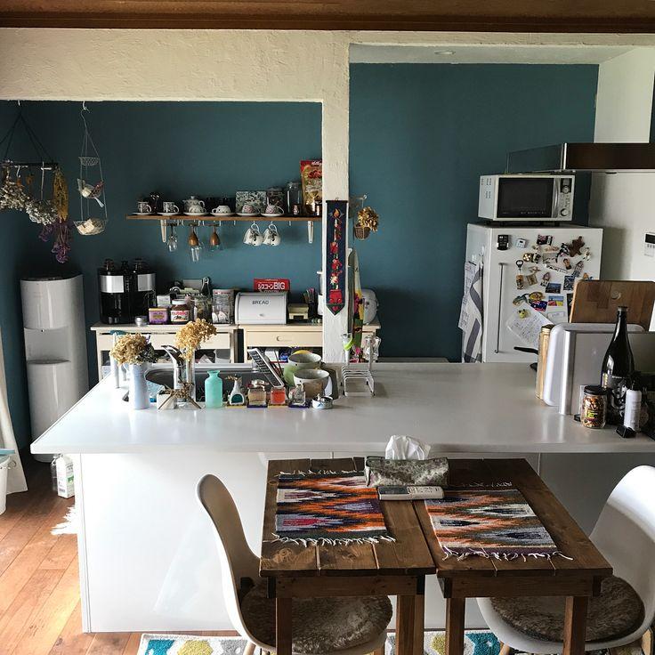 .  ついでに他のリフォームも振り返り♡  .   台所  写真2枚目がBefore  もう違いすぎて何が何だかですね  .  壁を抜いたりするのとキッチンの設置などは業者さんにお願いしました  壁の色塗りはサヤコにお願いしました笑  (わたしも一緒に塗ったけど仕上げは全て任せた笑)  ファローアンドボールのペンキがやっぱりすばらしい!  ムラなし!  .  #farrow&ball #DIY #リフォーム #リノベーション #セルフリフォーム #セルフリノベーション #myhome #日曜大工 #interior #インテリア #kichen #台所 #ペンキ #壁 #珪藻土 #mygoodroom