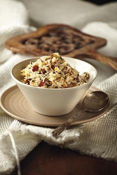 Αγριο ρύζι με κουκουνάρι και σταφίδες