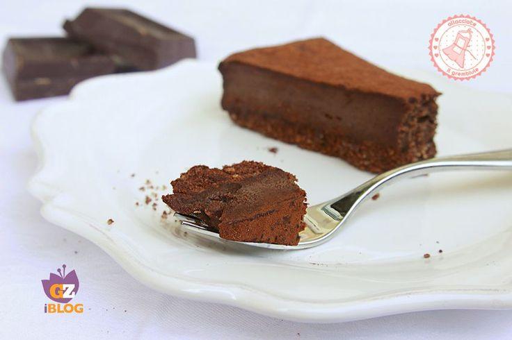 La torta cremosa al cioccolato senza cottura è una ricetta golosa che piacerà a tutti, che potrete preparare anche il giorno prima ed è velocissima.