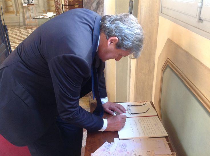 La visita dell'Ambasciatore francese Alain Le Roy alla mostra, in occasione del 70esimo Anniversario della Liberazione di Siena