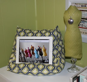 Janet of All Trades: Ipad Pillow Stand