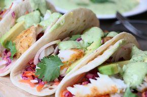 Sesu van de blog SESU chops heeft weer een lekker gezond recept voor ons: vis taco's met rainbow slaw. Superlekker en healthy!