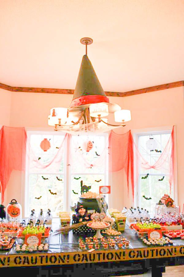 halloween birthday party area - great decorating idea!