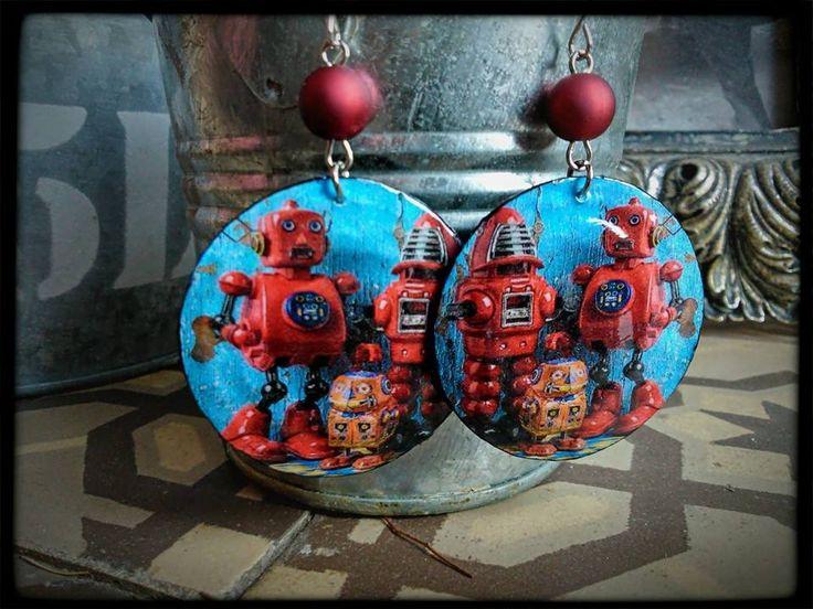 """Boucles d'oreille """" la famille robot"""" - capsules de bouteilles aplaties - perles rouges : Boucles d'oreille par fifille-brin-d-acier"""