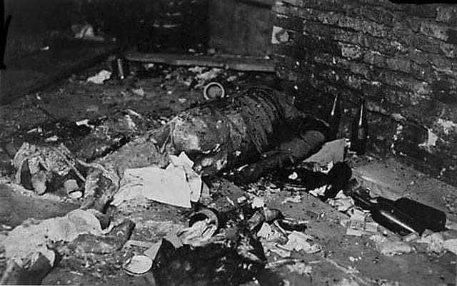 The remains of the insurgents murdered in the cellar of the Hospital Street. Długa 7. 2 September 1944 the Germans murdered there about 430 Poles.
