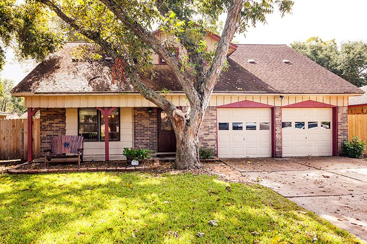 Desirable 2 Story 3BD 2BA Home with Pool For Sale in League City - http://www.realtybymonica.com/2016/10/13/desirable-2-story-3bd-2ba-home-pool-sale-league-city/ #2Story, #3Bedrooms, #HomesForSale, #LeagueCity, #PecanForest, #Pool, #RealEstate
