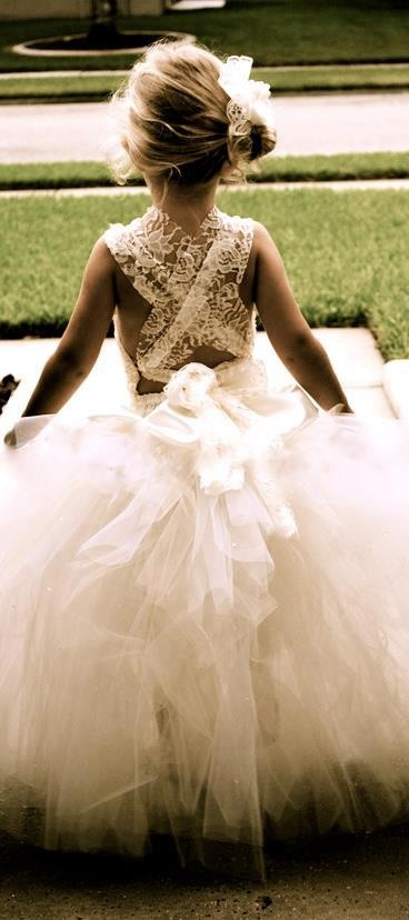 Omg if I was having a big wedding with flower girls this is what they would wear!
