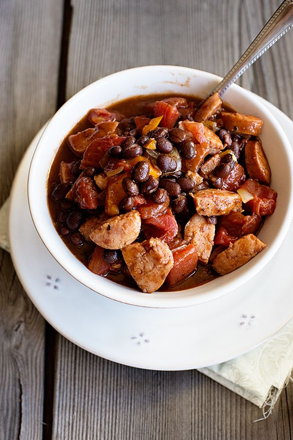 Only 6 ingredients and on your table in 30 minutes! Simple Smoked Sausage Chili Recipe from dineanddish.net