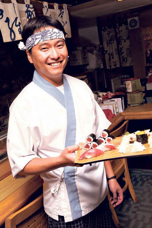 sushi chef  | Sushi chef Jason Manibog