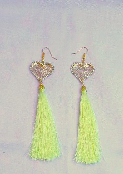 Limone oro Bellissimi orecchini pendenti, ideali per l'estate e non solo. Pendente placcato oro a forma di cuore in filigrana circondato da strass e filo di steta