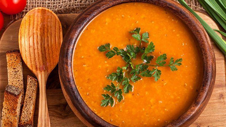 Kremalı Mercimek Çorbası Tarifi  Mercimek çorbası hem lezzeti hem kolay yapılışı ile her evin sofrasını süslemiştir. Şimdi sizlerle kolayca Kremalı Mercimek Çorbası Tarifi uygulayacağız.