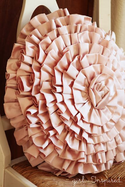 Girl. Inspired.: Ruffled Spiral Tutorial    For the girls' room?  In the red or blue from the day bed?