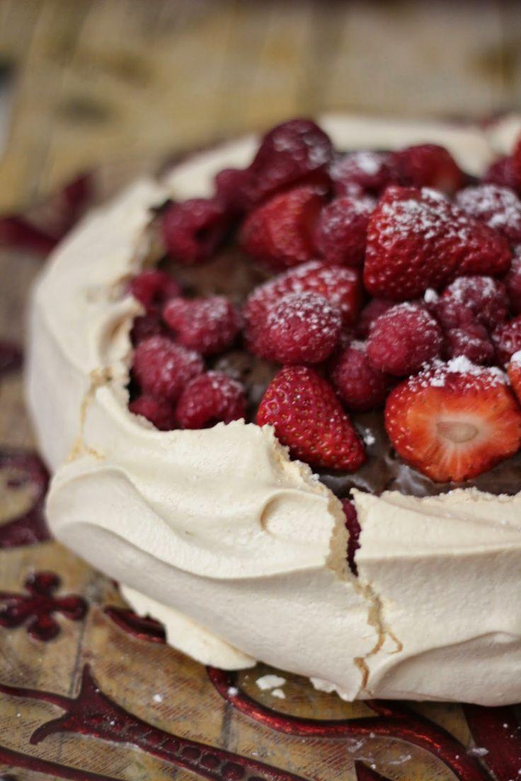 Pavlova com Mousse de Chocolate e Frutos Vermelhos - As minhas Receitas