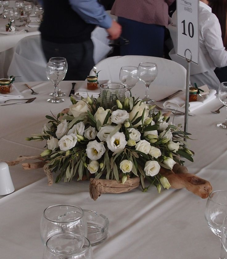 driftwood centerpieces wedding Δεξιωση γαμου στολισμός στο τραπέζι.φρέσκα άνθη με θαλασσόξυλα..Δεξίωση | Στολισμός Γάμου | Στολισμός Εκκλησίας | Διακόσμηση Βάπτισης | Στολισμός Βάπτισης | Γάμος σε Νησί & Παραλία.