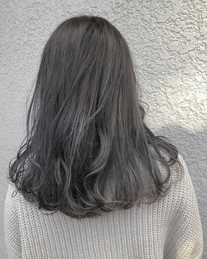 黒髪に飽きたら ヘアカラーは ネイビーブルー アッシュ で美髪に
