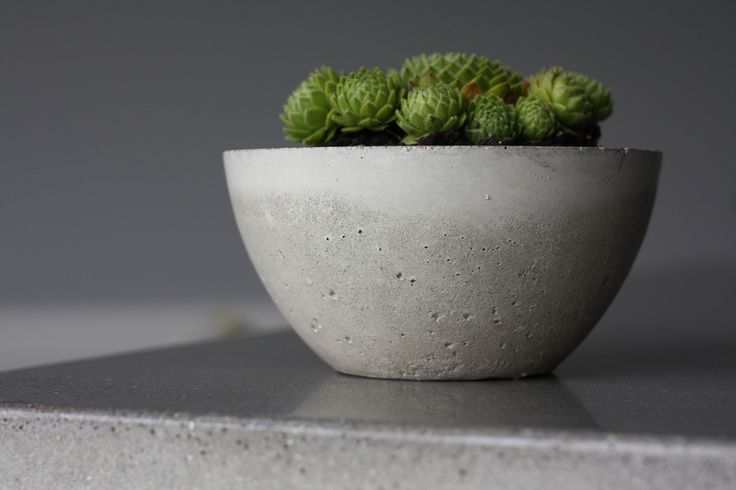 Short, but excellent tutorial on making round concrete bowls, using a different method than most.
