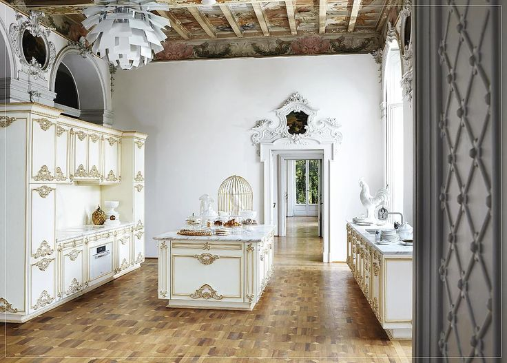 Nabízíme luxusní stylový italský nábytek z masivu, nábytek na míru, luxusní sedací soupravy, svítidla, luxusní lůžkoviny, dekorace, tapety, ušlechtilé štuky aj.