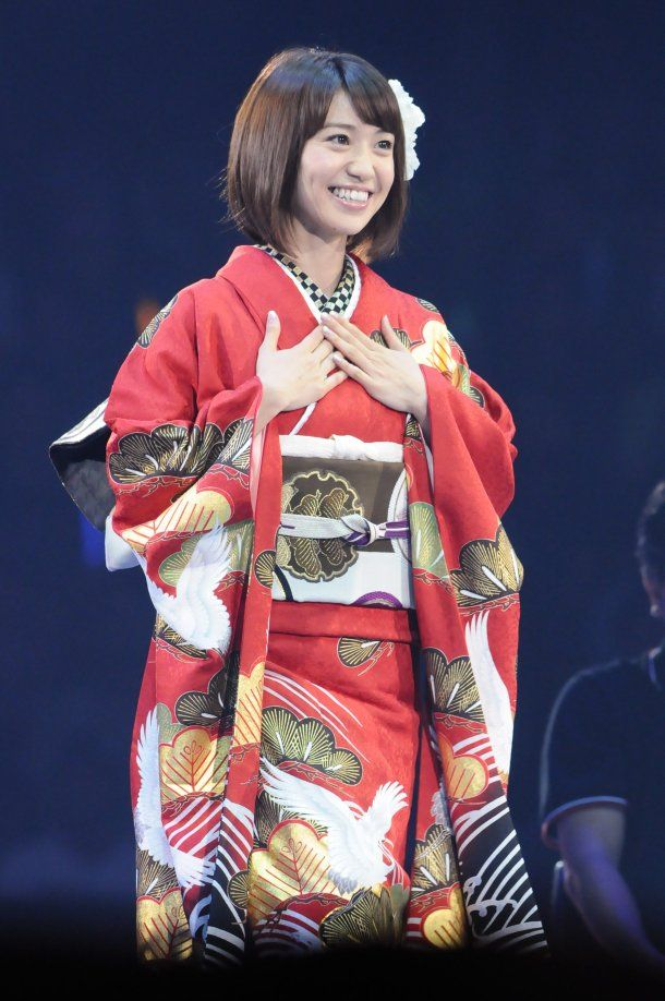 AKB48 member Yuko Oshima in another of her great kimonos!  (DS)