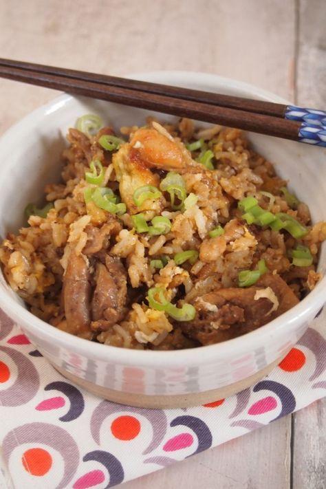 Je vous re-poste la recette que j'ai réalisée aujourd'hui sur France 2 dans C'est Au Programme … Voici un grand classique de la cuisine thaïlandaise, un riz sauté au poulet. J'adore ce genre de petit