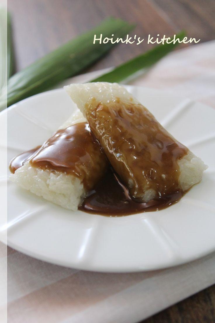 フィリピンのおやつ★スーマン・ラティーク もち米をココナッツミルクと塩で味つけして蒸したスーマンに、バタースコッチみたいな黒糖ココナッツミルクソースが絶品です♪    材料 (6個分) ■ スーマン もち米 100g ココナッツミルク 150cc 水 50cc 塩 2g ■ ラティーク・ソース *ココナッツミルク 100cc *黒砂糖 又はモスコバドシュガー 大さじ3 *水 大さじ1 塩 ひとつまみ バター(有塩) 大さじ1 ■ クッキングシート 又はアルミホイル (15cmx15cm)6枚