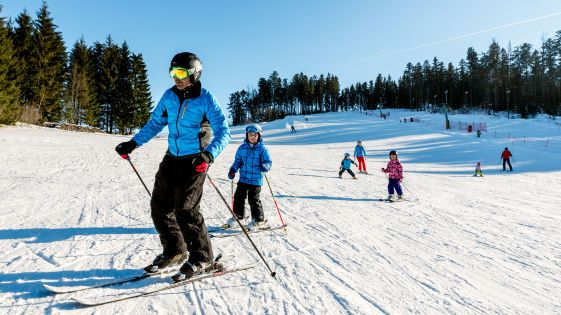 Die Mühlviertler #Skigebiete locken mit speziellen Angeboten für #Familien. Alle Infos zu #Skifahren im #Mühlviertel unter www.muehlviertel.at/skifahren