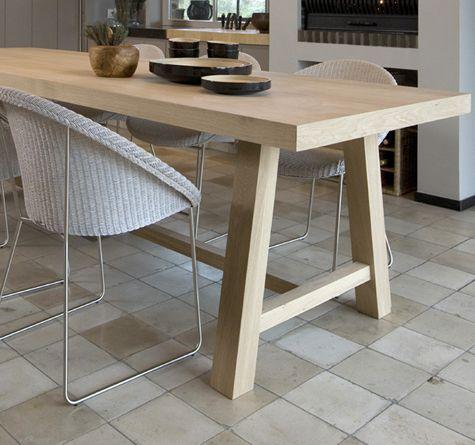 Деревянный стол с необычными ножками, дерево, дерево в интерьере, массив, изделия из дерева, изделия из массива, Бигвуд