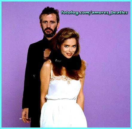 Ringo+y+Bab....+:+ [i]Domingo. Genial...se+podria+decir+que+descanse+bien+para+comenzar+el+asqueroso+Lunes. Muxos+saludos!! Ringo+Y+Barbara+en+una+sesion+de+fotos+unos+pocos+días+después+de+su+matrimonio. [/i]+|+amores_beatles