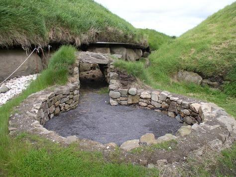 Sacred Well:  Sacred Pool at Brú na Bóinne, County Meath, Ireland.