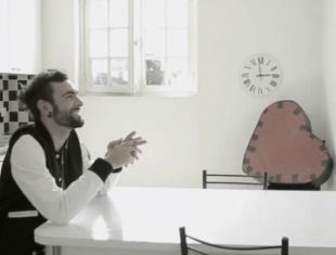 """Non Passerai"": Mengoni's romantic postcard from Paris - 9colonne"