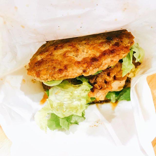 期間限定の#にくにくにくバーガー 、めちゃ美味しかった!😆 #モスバーガー #ハンバーガー #モス #期間限定 #ファストフード #肉 #有吉弘行のダレトク