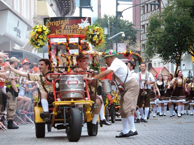 Jaimes Blog – BLOG-FOTOS UND NACHRICHTEN AUS BLUMENAU: Sehen Sie sich die Bilder der 2. Parade an … – Drinks* Oktoberfest **