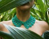 Colletto verde all'uncinetto con bottoncino vintage - mod.1 : Sciarpe, foulard, cravatte di thebabbionz su ALittleMarket
