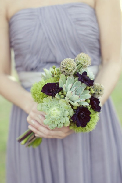 i love the flowers in this wedding, aside from the hot mess of a bridal bouquet, especially the succulents and tricks (dianthus)