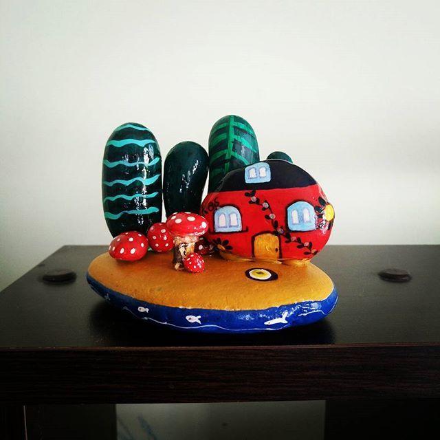 Taş üstünde Kaş. 😉 Ben çok sevdim. Sİzin de olabiler 👏🎁🌸#kash_in_tashi #kaş #evler #sevimlitaşlar #taş #stone #stoneart #myart #rocks #paintings #taşboyama #taştablo #taşboyamasanatı #tasarim #taşlarlatasarım #hobi #handmade #elyapımı #color #renkli #stonepainting #paintedstones #hediye #kaşk