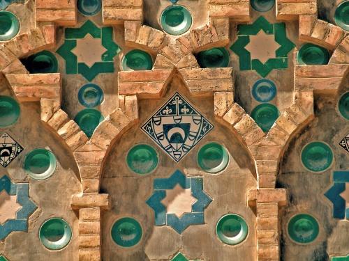 Detalle del muro mudejar de la Seo de Zaragoza (Aragón)