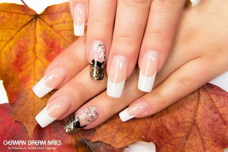 Nailart Tutorial: Herbstliche French Nails mit Glitter & Eichhörnchen-Stamping http://www.german-dream-nails.com/nageldesign-anleitung-mit-glitter-und-moyou-stamping-gdn-de #jolifin #nails #nailart #gdn #french #naildesign #moyou #stamping