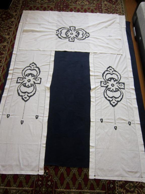 Шторы комплект лен ришелье 50-е г.г. Три шторы, лен, вышивка ришелье. Одна поперечная и две длинные шторы. Длинные 2,2 х 0,52 м  каждая, поперечина 1,33 х 0,78 м