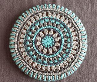 Mandala Style Trivet Cover ~ free pattern
