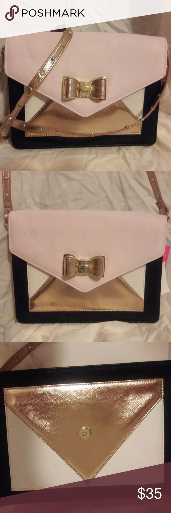 Betsey Johnson Pink Pleather Envelope CrossBody Betsey Johnson NEW Pink Pleather Envelope Colorblock Cross Body Purse $68  Color: Black, Pink & Gold Material: Jute Style: Messenger & Cross Body Hardware: Brass Shoulder Strap: Yes Included Original Tags: Yes - tags attached Closure: Magnetic Snap Bag Height: 7 Inches Bag Length: 9.5 Bag Depth: 1 Strap Drop: 23 Betsey Johnson Bags Crossbody Bags